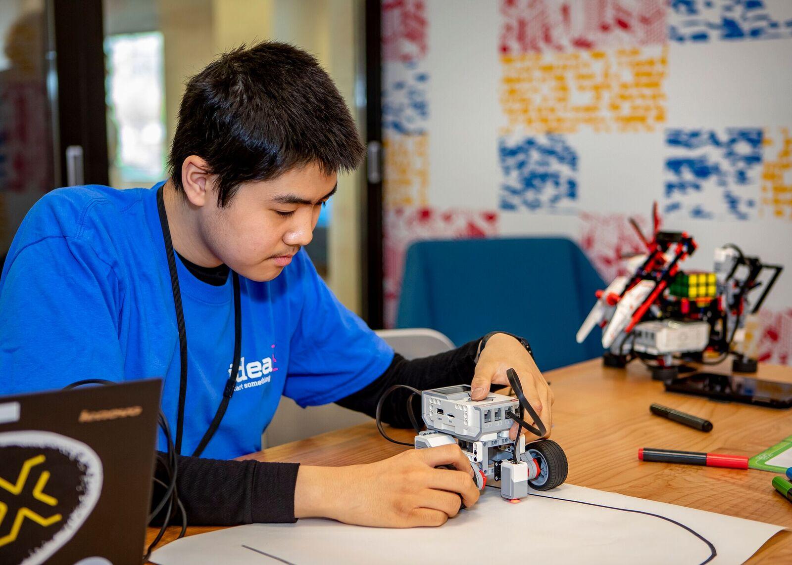 Bellevue Library ideaX Makerspace robotics