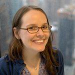 Photo of author Raina Telgemeier .