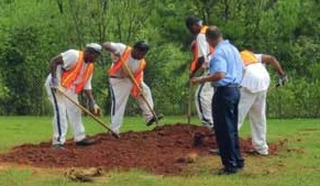 Clayton County inmates assisting with pauper burial (Clayton County, Georgia photo)