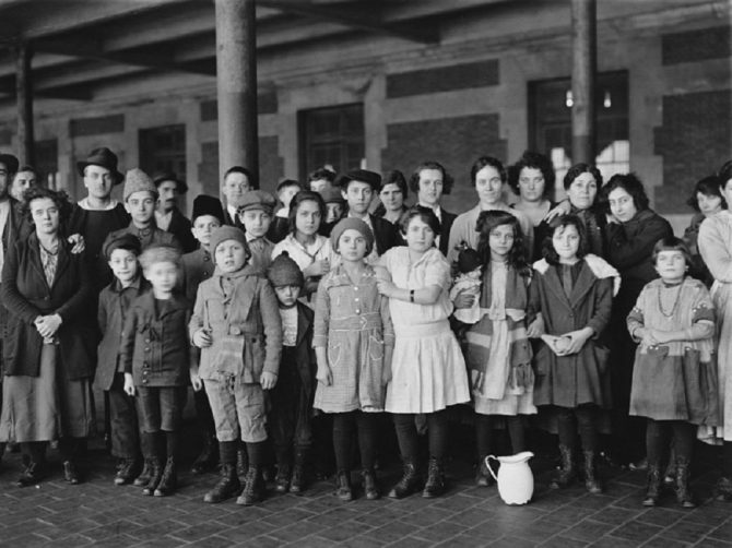 Immigrant children at Ellis Island (NARA.gov photo)