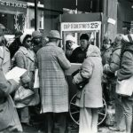 Christmas shoppers buy chestnuts, Chicago, 1977. Source: Special Collections, Chicago Loop Alliance Collection, Box 6, Folder 11, Image 6.