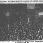 Crowd outside Chicago Daily News offices awaiting results of 1920 presidential election