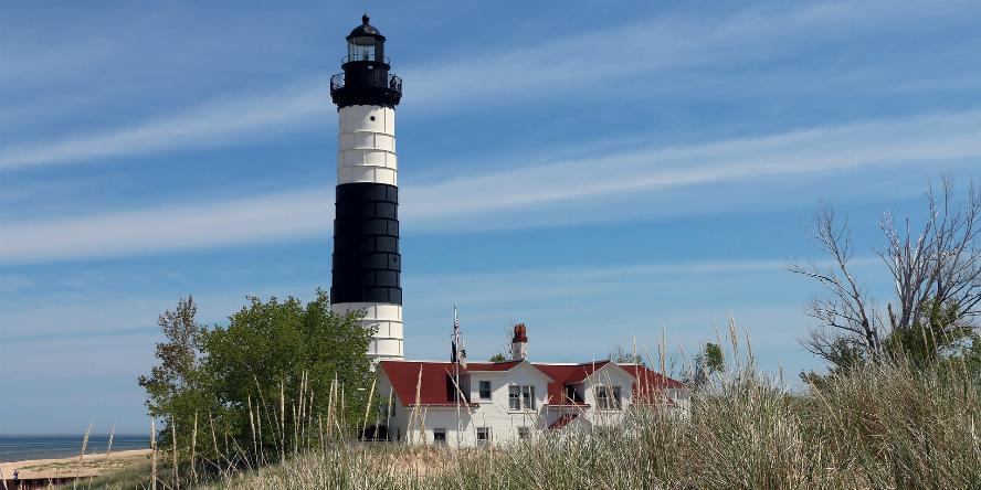 lighthouse-375488_1920