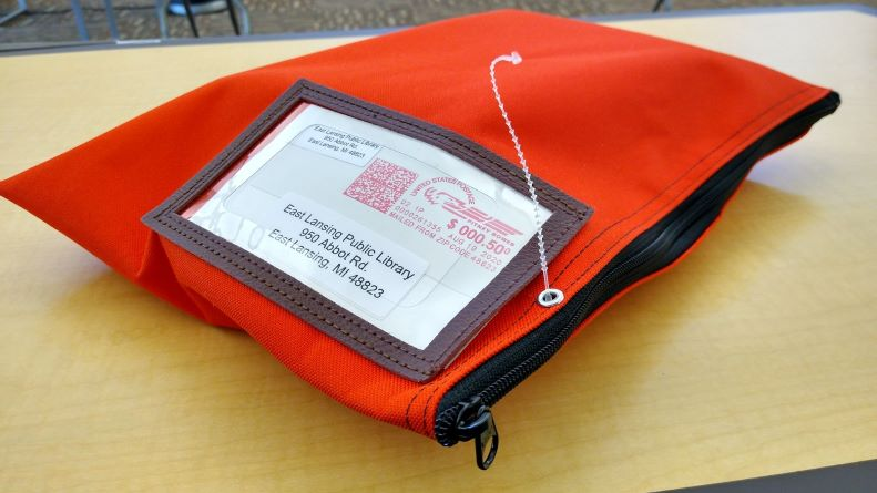Secure the mailing bag with the zip tie