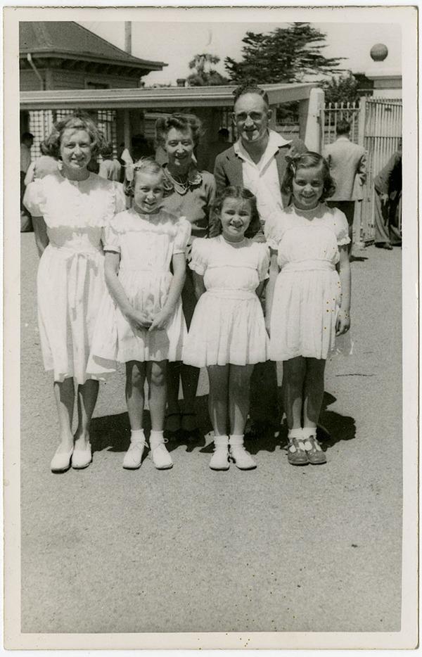 Show Day at Addington, 1947, Kete Christchurch PH13-131.jpg