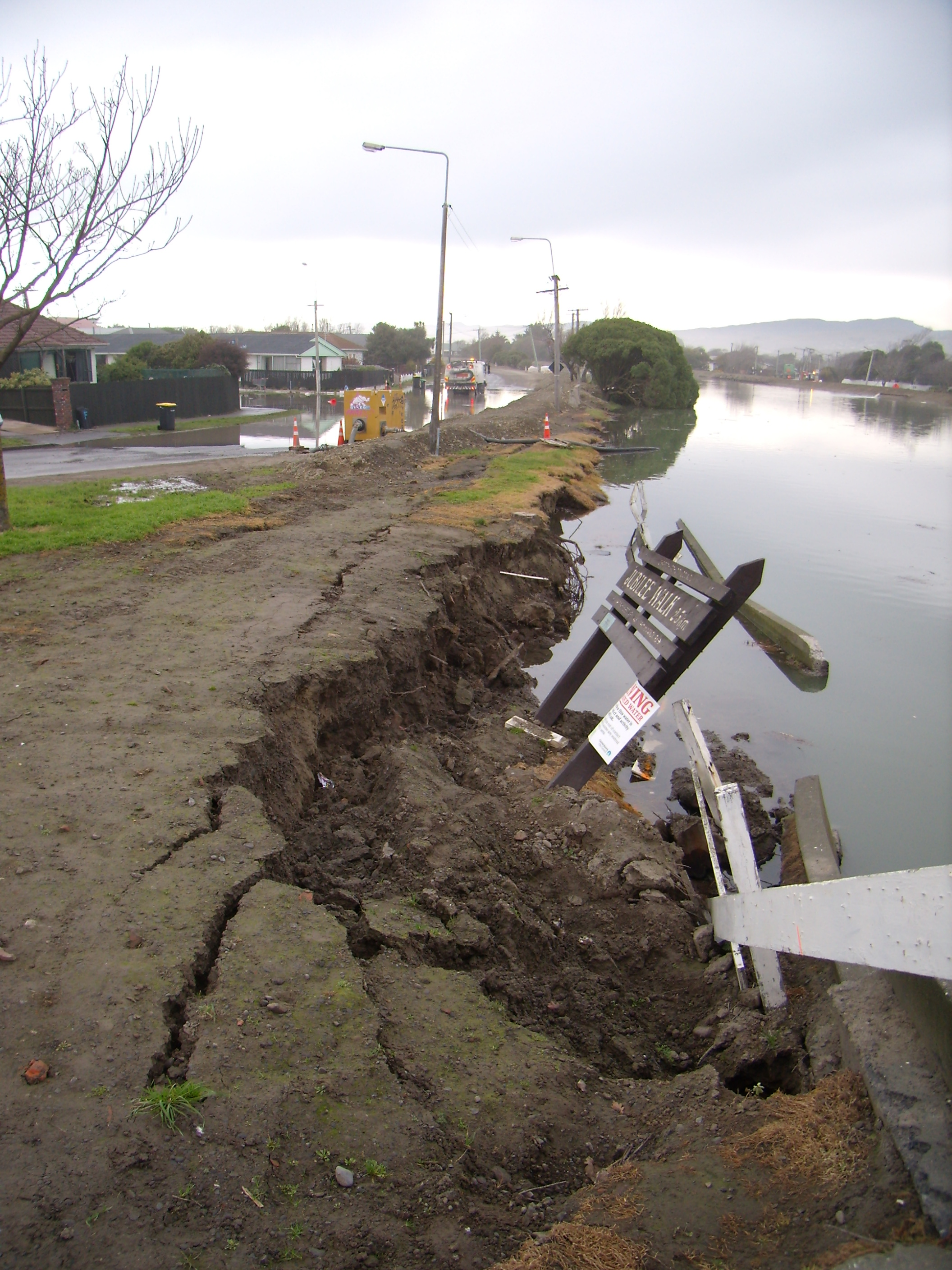 Flood 6 July 2011 Avon River NB 06 by Gina Hubert is licensed under a Creative Commons Attribution-Noncommercial-Share Alike 3.0 New Zealand License