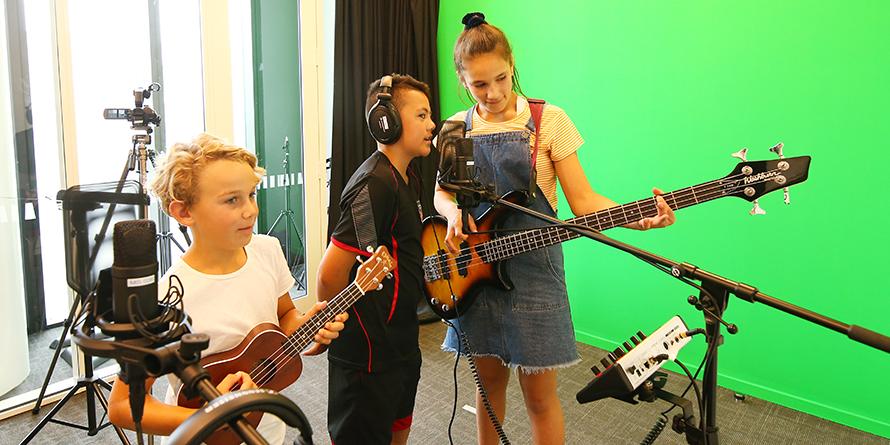 Taupuni Oro/Ataata / Audio/Video Studio.