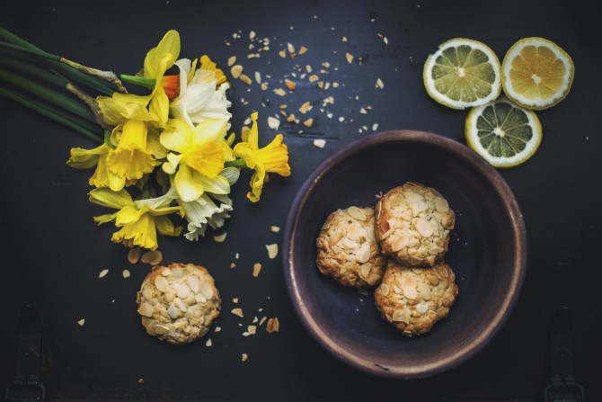 biscuits flowers lemon