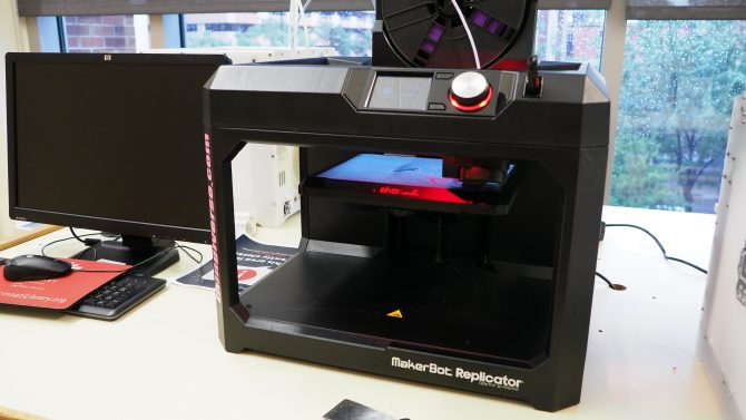 Photo of the 3d printer maker-bot