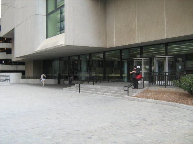 CENTRAL - BREUER Exterior entrance